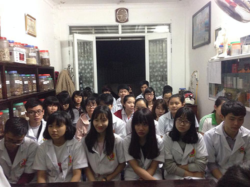 tuyen-sinh-lop-dieu-tri-bang-tay-co-ban-2 Tuyển sinh lớp điều trị y học bằng tay cơ bản