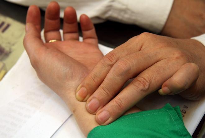 khám chữa bệnh tại nhà bằng bắt mạch Khám chữa bệnh tại nhà bằng y học cổ truyền
